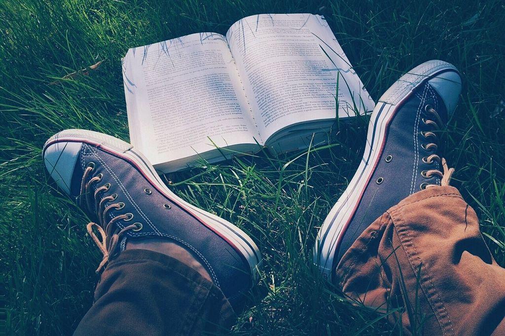 S spodbujanjem branja in pisanja pri vašem otroku krepite več kot le pismenost